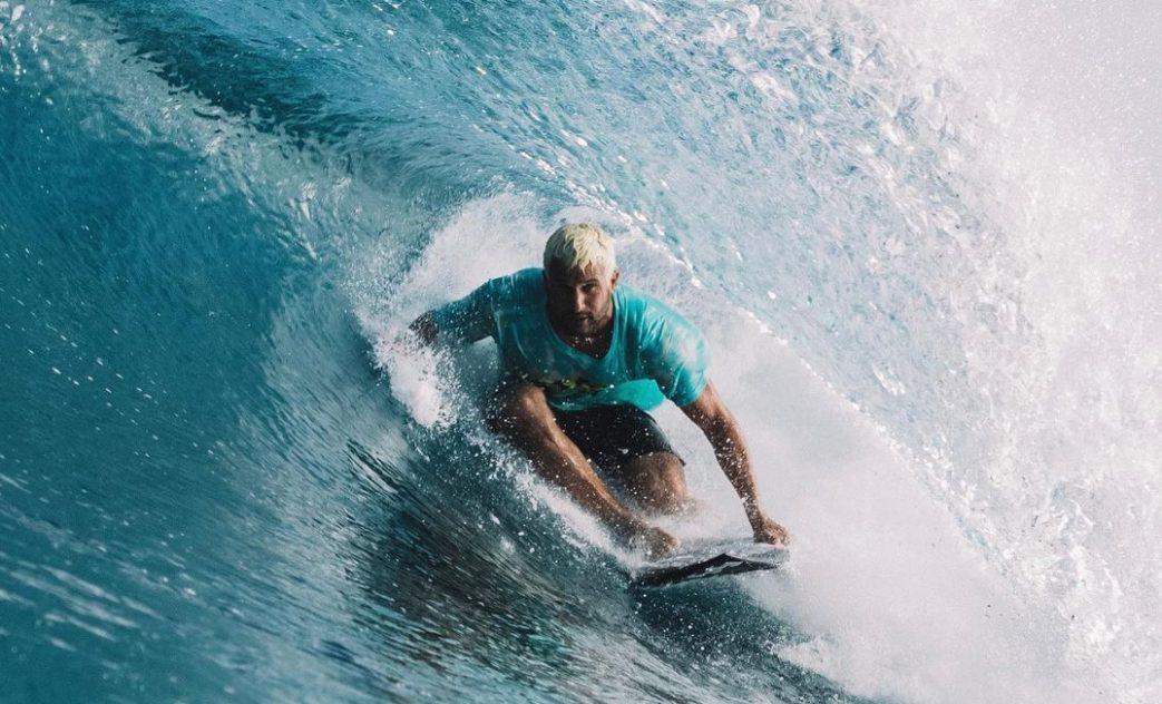 Italo Ferreira homenageia Andy Irons, Maldivas. Foto: @liquefy_maldives