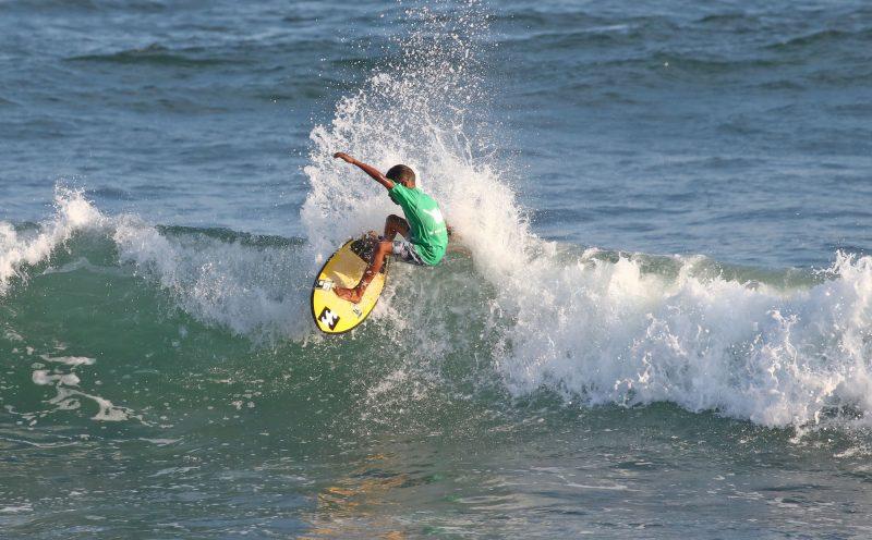 Arthur Vilar, Hang Loose Surf Attack 2020, Praia de Itamambuca, Ubatuba (SP). Foto: Daniel Smorigo