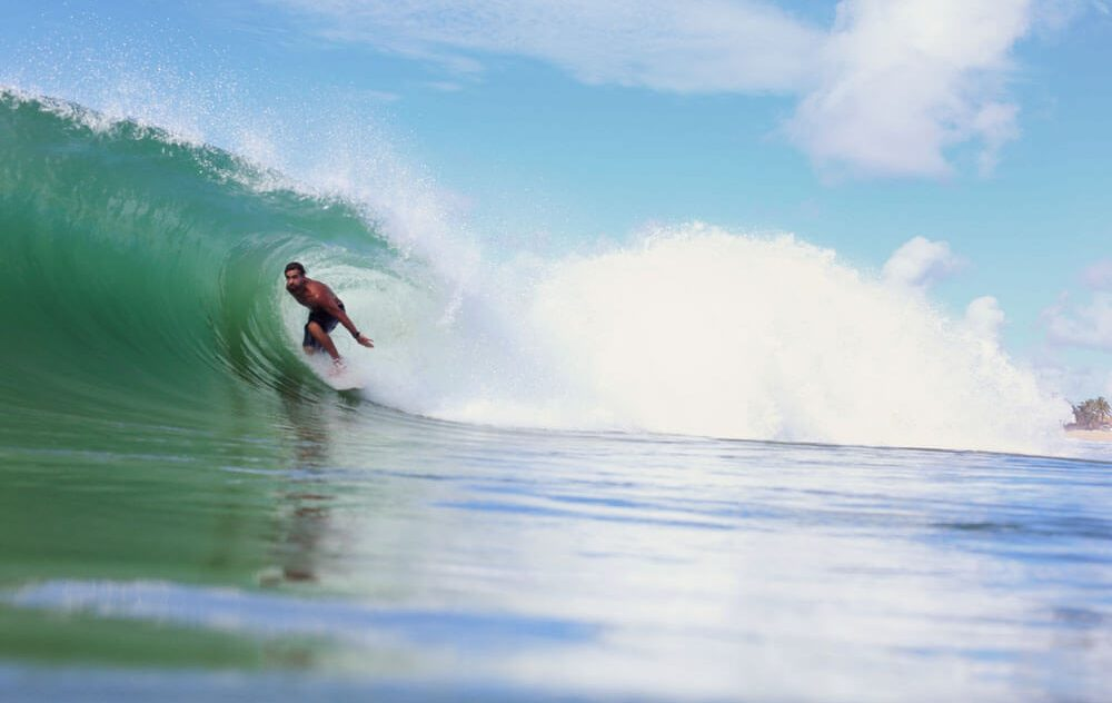Miguel Sehbe, Swell no litoral norte da Bahia. Foto: Yberê Camargo / @ycfotografia_