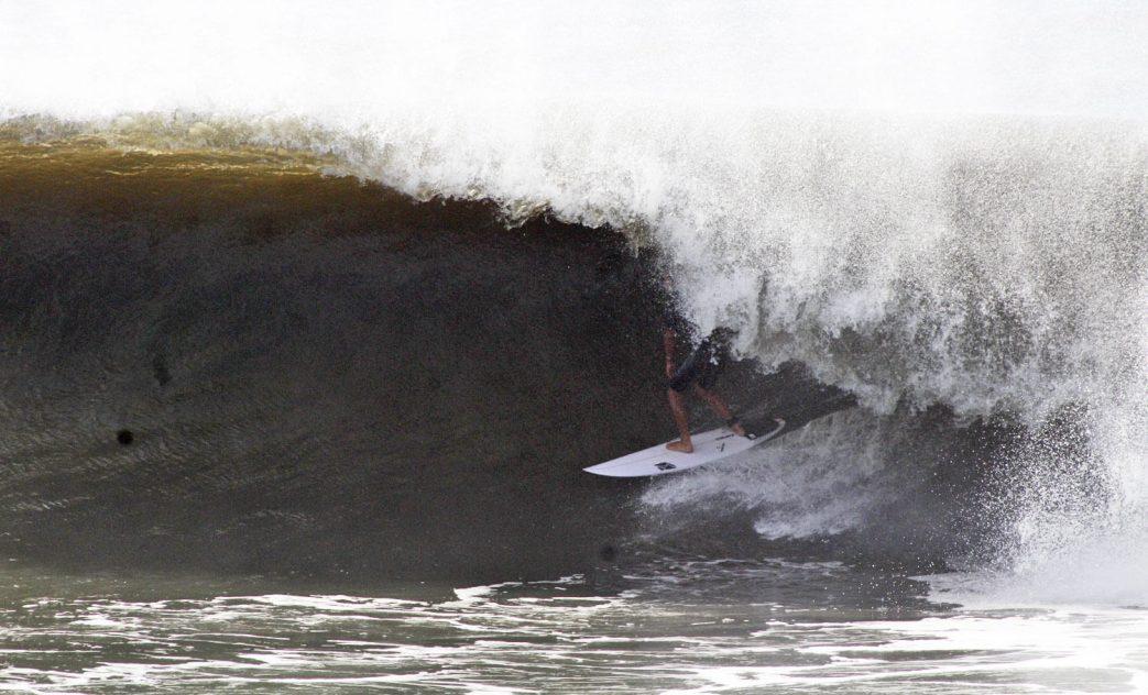 Swell no Pico de Matinhos, Matinhos, Paraná. Foto: Juca de Barros / Aloha Surf Clube
