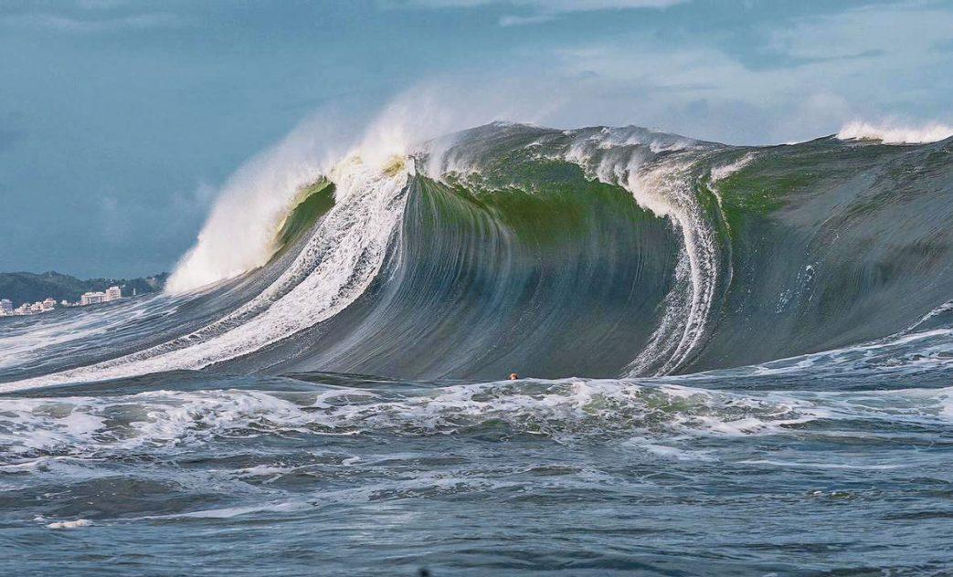 Lucas Fink, Swell na Laje da Besta, Big Waves, Baía de Guanabara, Rio de Janeiro (RJ). Foto: Renan Vignoli