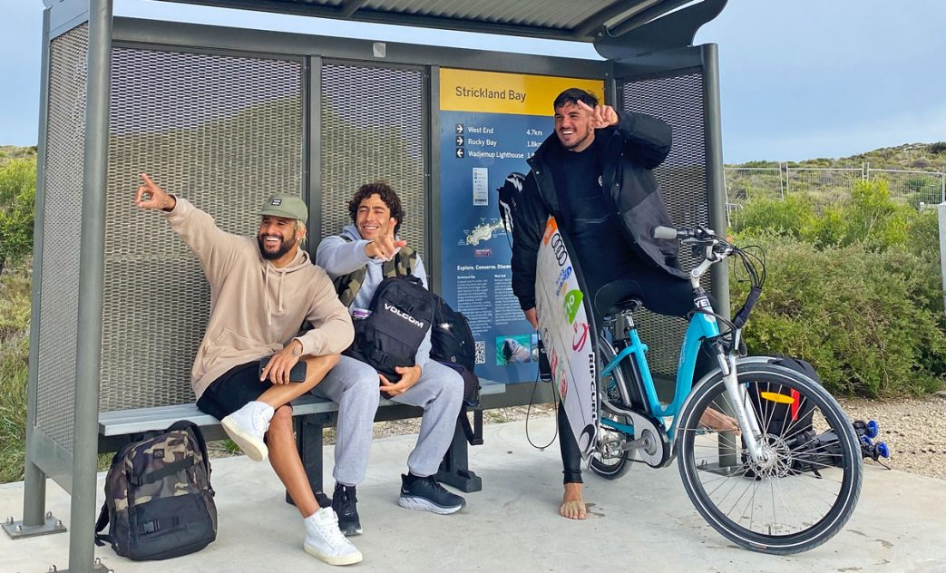 Italo Ferreira, Yago Dora e Gabriel Medina na ilha de Rottnest Island, Western Australia. Foto: @if15sports