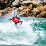Jorgann Couzinet (FRA), Alternate do surf nos Jogos de Tóquio, Japão. Foto: WSL / Pedro Mestre