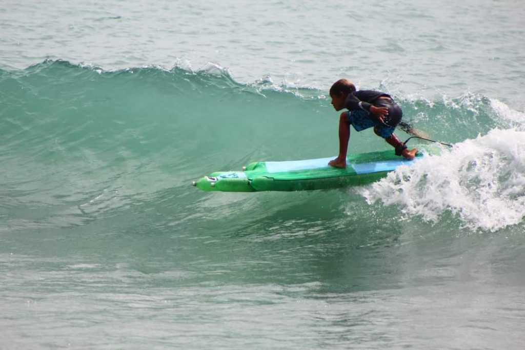 Projeto Prancha Ecológica, Baía Formosa, Praia da Pipa, Surf, Garrafas Pet, Rio Grande do Norte (RN). Foto: Divulgação ONG Garopaba