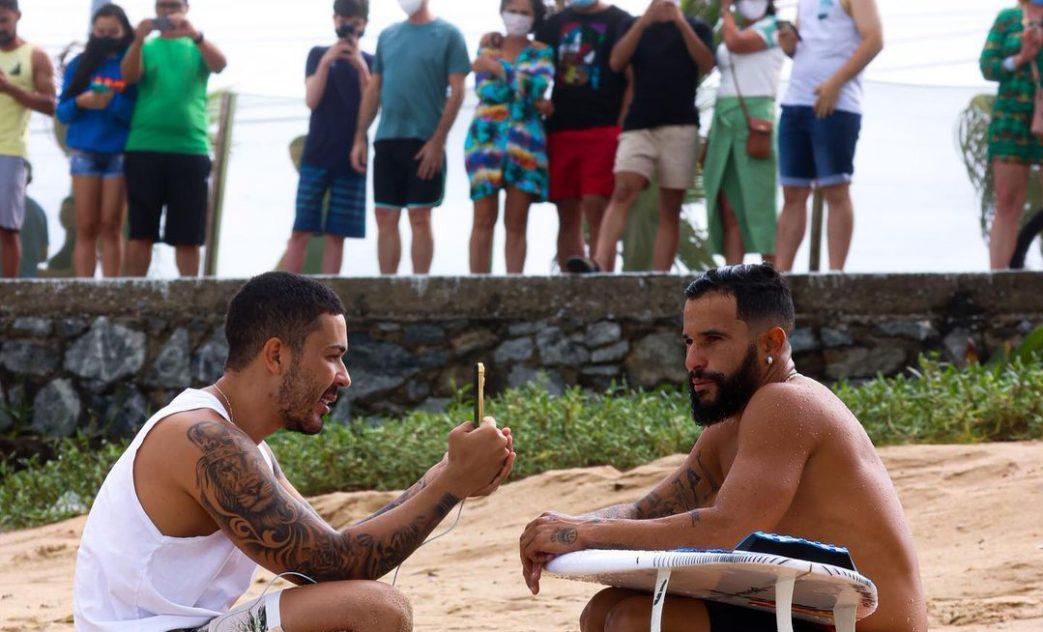 Italo Ferreira visita Carlinhos Maia em Maceió e surfa na praia de Cruz das Almas, Alagoas. Foto: Marcelo Buxexa
