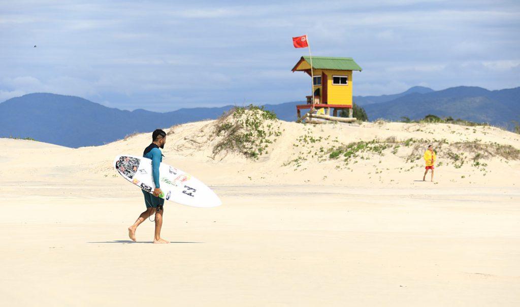 Italo Ferreira, Guarda do Embaú, Palhoça, Swell, Santa Catarina, Free surf. Foto: Mocotó / @if15sports