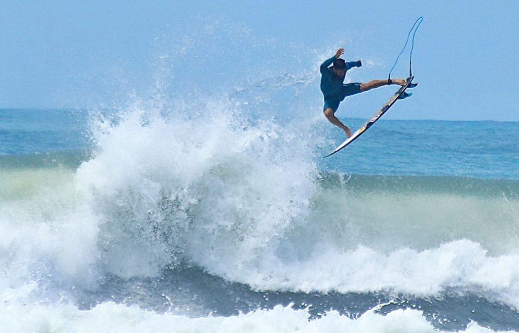 Italo Ferreira, Praia do Rosa, Imbituba, Swell, Santa Catarina, Free surf. Foto: Mocotó / @if15sports